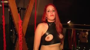 Pornofilm - Roodharige slavin Amanda wil gedomineerd worden door twee mannen