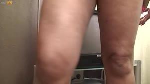 Pornofilm - Donkere schoonmoeder krijgt na jaren weer een lul in haar hete kut