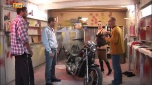 Pornofilm - Terri Summers geilt op een motor en laat zich neuken door de monteur