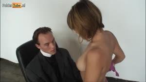 Porno film - Slank tienertje(18+) biecht haar zonden op bij de dominee