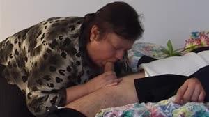 Pornofilm - Mega dikke oma wint een neukbeurt in de bejaarden loterij