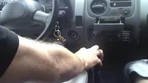 Pornofilm - Geil moedertje laat zich afpalen in de auto