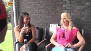 Pornofilm - Nena en Debby doen een geil partnerruil spel