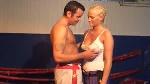 Porno film - Sintia Stone neukt haar kickbox trainer