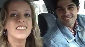 Pornofilm - Slank sletje laat zich afneuken in de auto