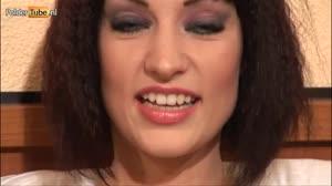 Pornofilm - Sofia leert Pearly alles over sperma zodat ze het durft te slikken