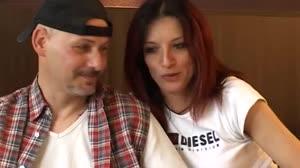 Porno film - Handyman haalt een geil koppel over op zijn hotelkamer verder te gaan