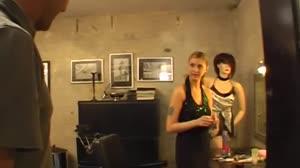 Porno film - Schoonmoeder neukt voor het eerst een andere kerel en krijgt Porno film - Dries mag achter de schermen meekijken als Lilly Lee een DP krijgt.