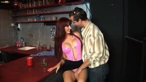 Porno film - 18 jarige Sofia verleidt de barman