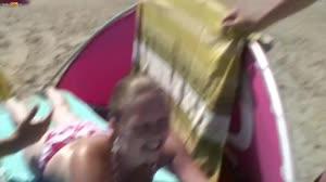 Pornofilm - 18 jarig strandsletje laat zich verleiden tot seks in de duinen
