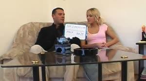 Pornofilm - Slank blondje wil graag zaad slikken