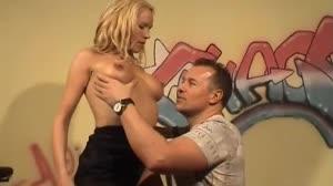 Pornofilm - Vlaamse Fleur laat haar kontje ontmaagden bij Don en Ad