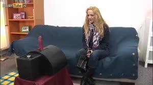 Pornofilm - Sabriena krijgt een orgasme tijdens het testen van een neukmachine