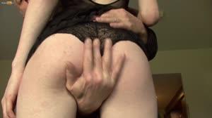 Pornofilm - Heerlijk blondje vol gespoten door de Handyman