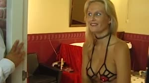 Pornofilm - Don en Ad testen een blonde hoer in de Alkmaarse hoerenbuurt