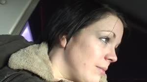 Pornofilm - Angela neukt voor een dikke korting op haar rijles