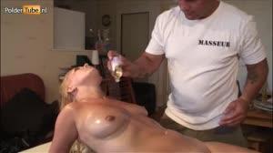 Porno film - Blonde milf Stella laat zich tijdens haar massage in haar reet neuken